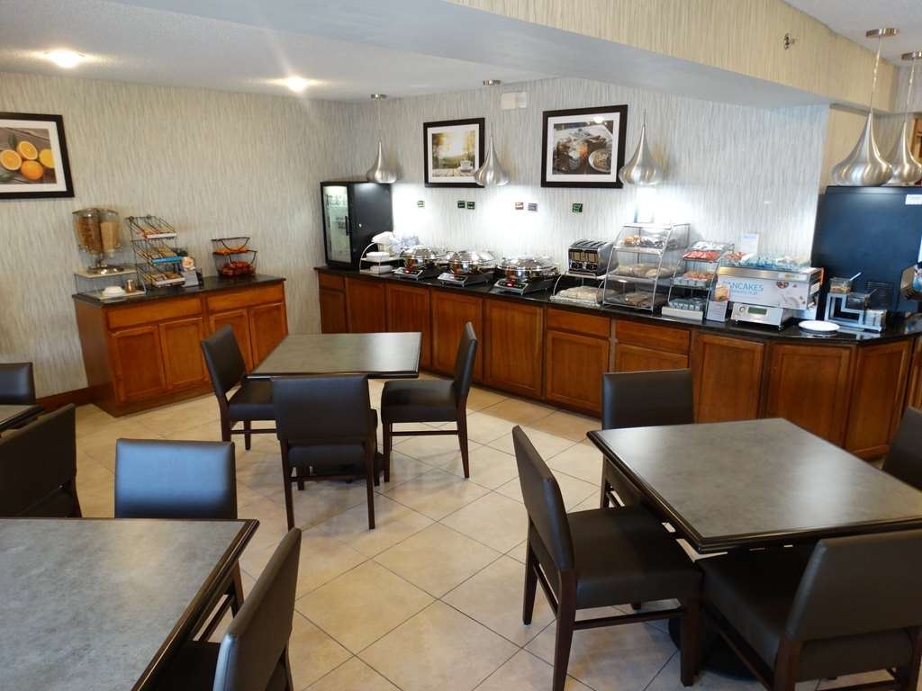 Best Western Gaylord - Breakfast Room