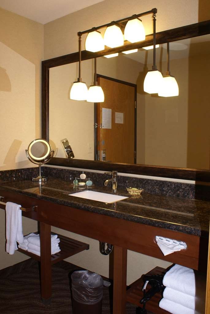 Best Western Plus Superior Inn - Granite countertops & thoughtful amenities adorn the newly renovated grand rooms vanity area. Enjoy lighted make-up mirror, free held hair dryer & more!