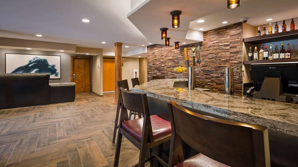 "Best Western Plus Superior Inn - ""The Cove"" Lobby Bar, open 5-10 pm each night offers wine, beer and light menu of fresh made pizzas, salads, appetizers, sandwich wraps and desserts."