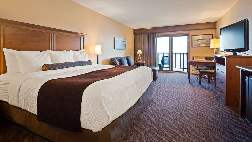 Best Western Plus Superior Inn - Grand Room with one king bed and sofa sleeper features a private lakefront balcony overlooking Lake Superior and Artist Point. Luxurious walk-in shower with two shower heads and makeup mirror.
