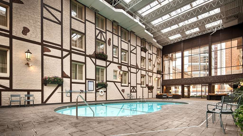 Best Western Plus The Normandy Inn & Suites - Piscina