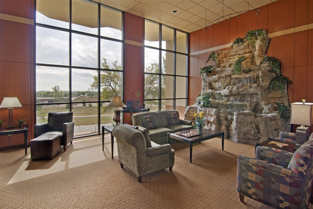 Best Western Plus Dakota Ridge - lobby