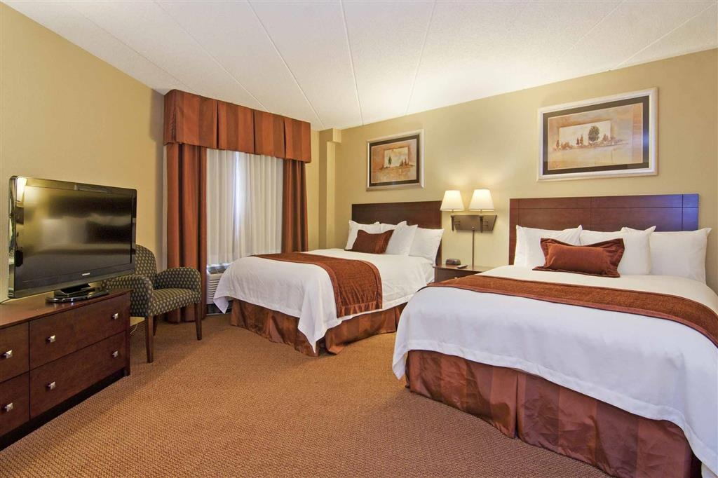 Best Western Plus Dakota Ridge - Experience the ultimate in comfort with our gorgeous non-smoking two queen suite, a spacious sitting room with a sofabed for extra guests.