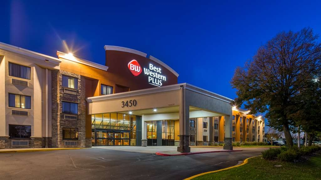 Best Western Plus Dakota Ridge - Facciata dell'albergo