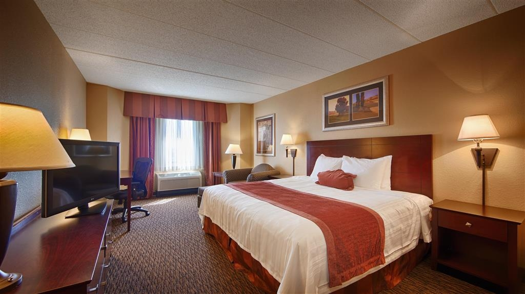 Best Western Plus Dakota Ridge - Unwind in a comfortable non-smoking mobility accessible king room, designed to meet your needs to include an accessible bathtub.