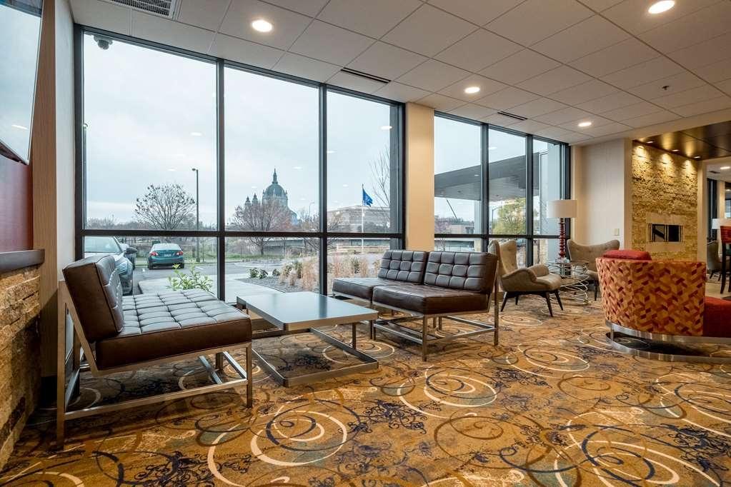 Best Western Plus Capitol Ridge - Vista del vestíbulo