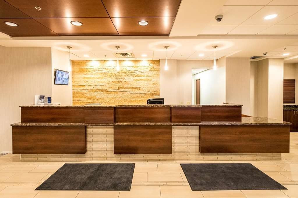 Best Western Plus Capitol Ridge - Be sure to stop by the front desk for help with check in/out.