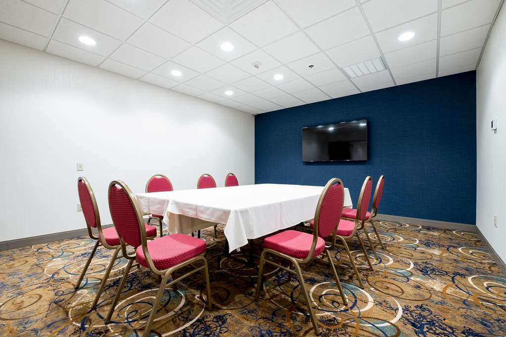 Best Western Plus Capitol Ridge - Seats up to 15 people for a meeting, notice the media available that you can plug your laptop or PC into to enhance your presentation.
