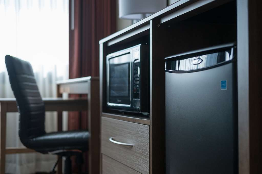 Best Western Plus Capitol Ridge - Standard room amenities in all of our rooms. Fridge, microwave and work desk.