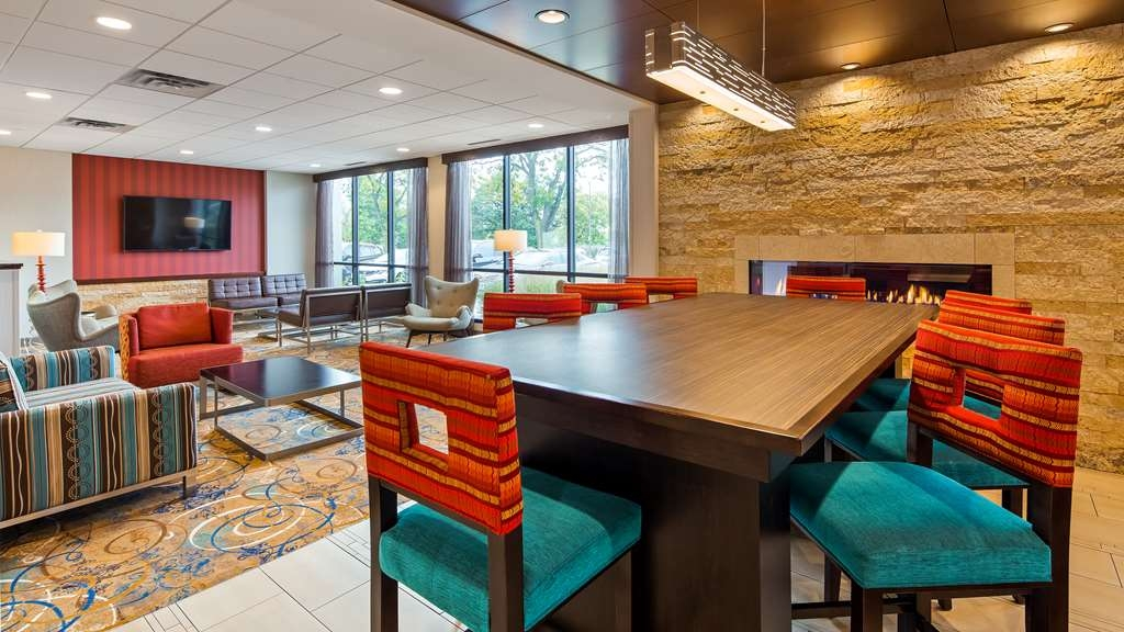 Best Western Plus Capitol Ridge - Our lobby is the perfect spot to unwind after a long day of work or travel.