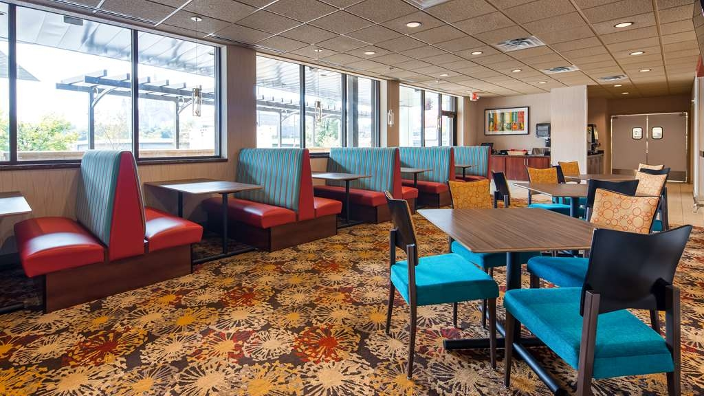 Best Western Plus Capitol Ridge - Peddlers Pub serves lunch and dinner at 11 a.m. daily.