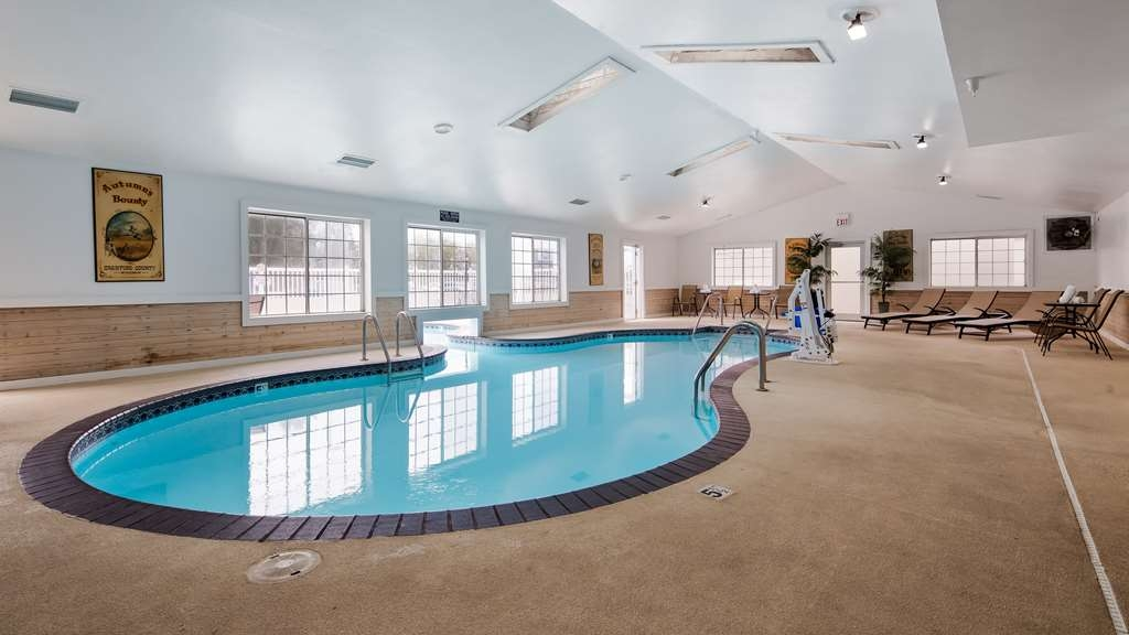 Best Western Rivertown Hotel & Suites - Piscina