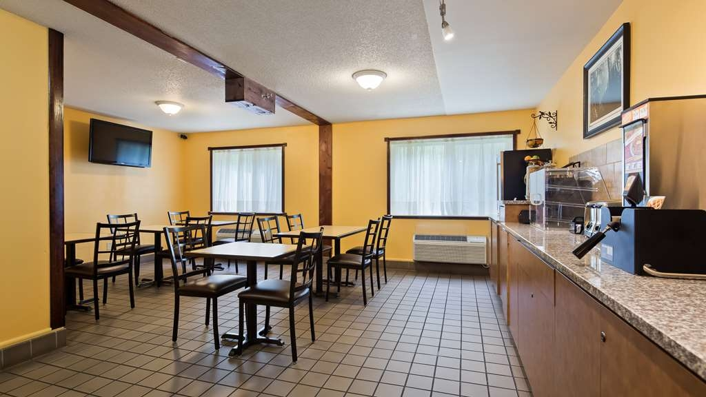 Best Western Rivertown Hotel & Suites - Enjoy a balanced and delicious breakfast with options for everyone.