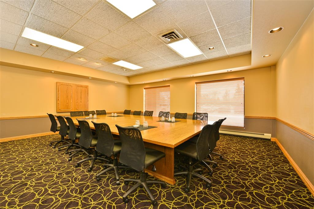 Best Western Plus Kelly Inn - Looking for a more intimate setting? Book our board room which comfortably fits 18 people.
