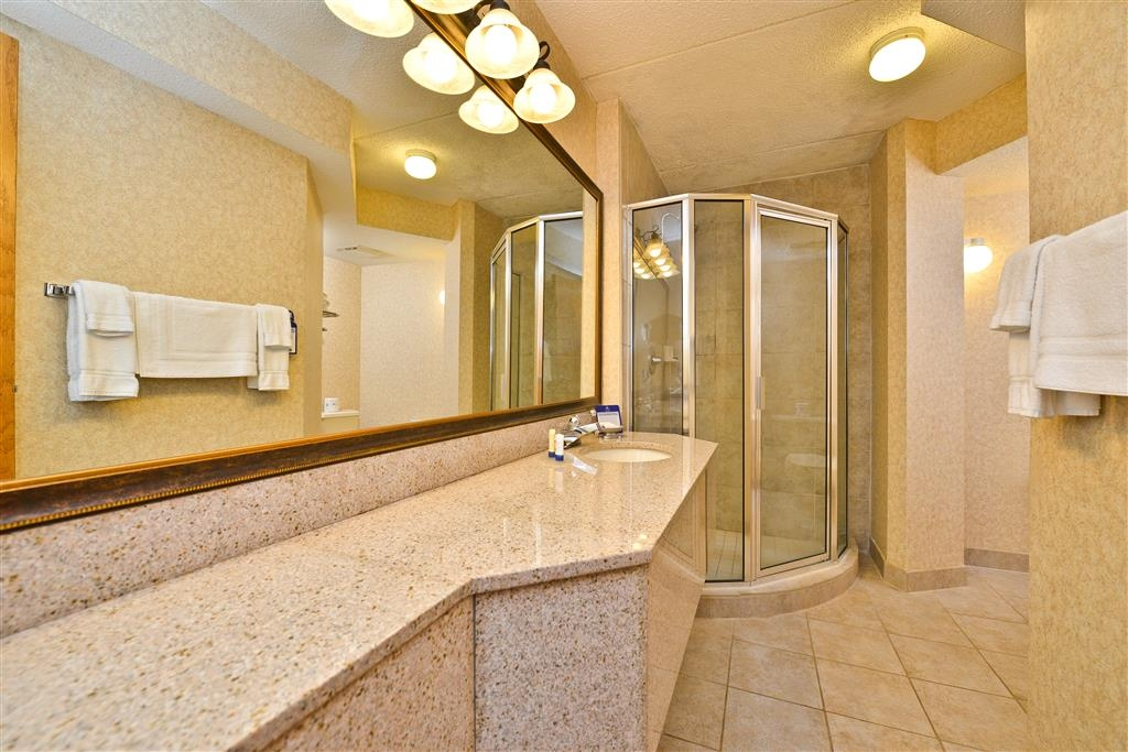 Best Western Plus Kelly Inn - There is no shortage of space in our custom Jacuzzi® suite bathroom.