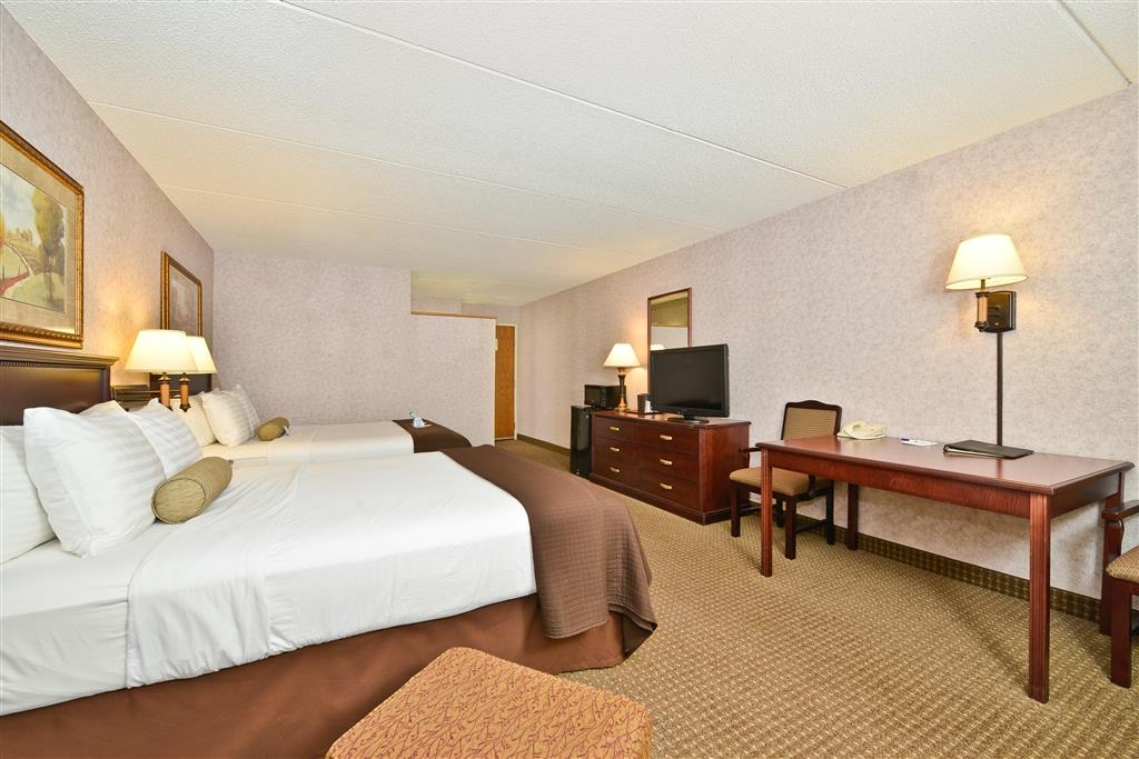 Best Western Plus Kelly Inn - We offer a variety of double queen room types from standard, mobility accessible to suites and poolside.