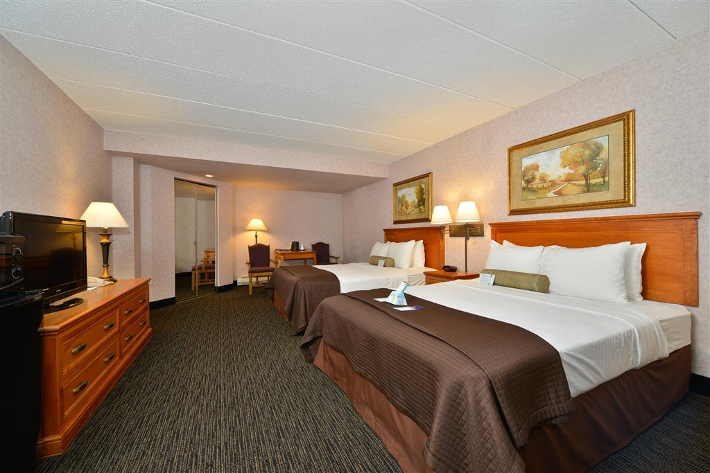 Best Western Plus Kelly Inn - If your here for an extended stay with relatives make a book our 3 queen bi-level suite.