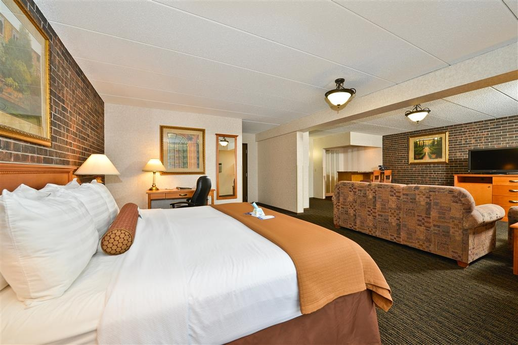Best Western Plus Kelly Inn - Our unique, spacious and warm Sunrise suite is waiting your arrival.