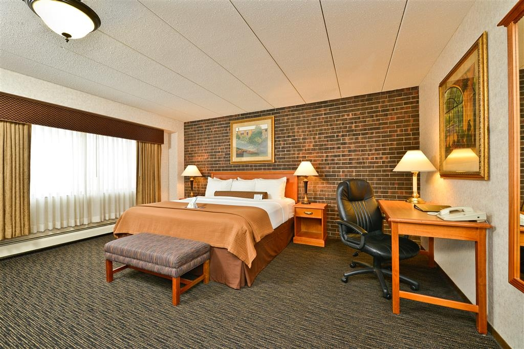 Best Western Plus Kelly Inn - There's no better way to wake up then in our Sunrise king suite.