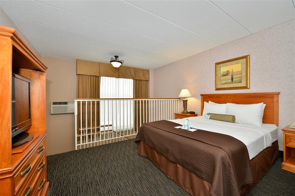 Best Western Plus Kelly Inn - For some quite time make sure you claim the upper level Queen bed in this bi-level suite.