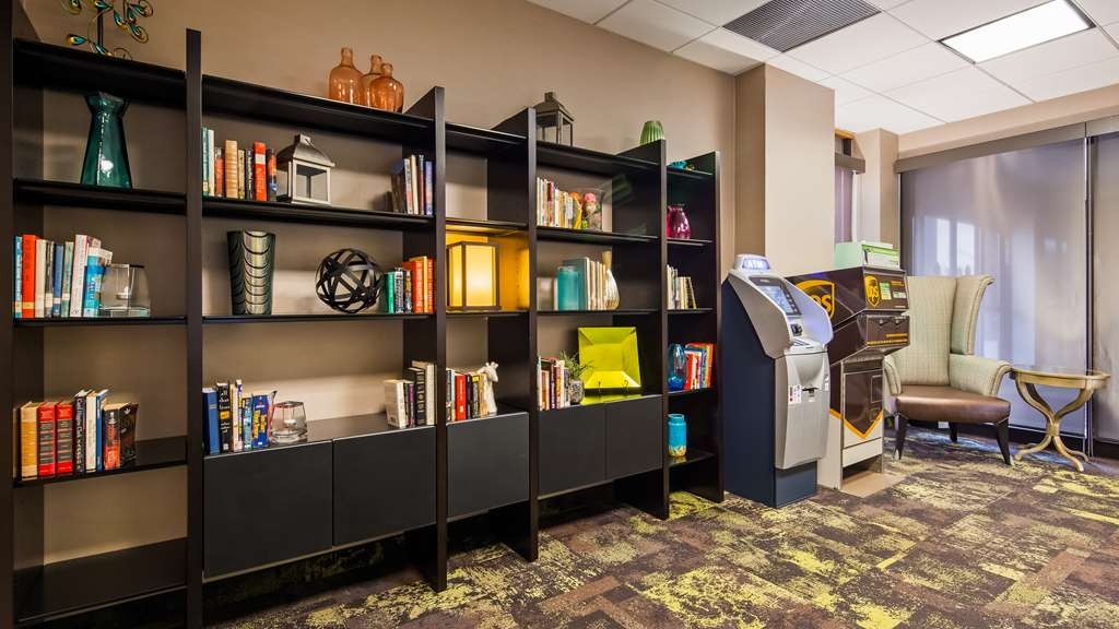 Best Western Plus Kelly Inn - Help yourself to a variety of books during your stay. Don't have time to finish it-no problem! Replace it next time you stay with us.