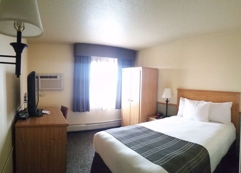 Best Western Bemidji - Efficiency Guest Room with 1 double bed. This room is not equipped with a refrigerator or microwave