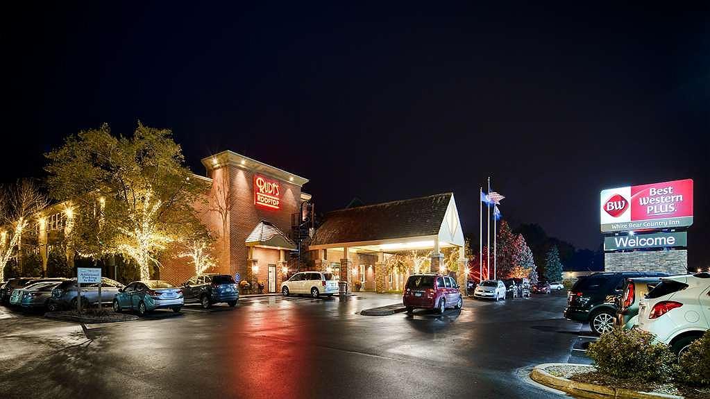 Best Western Plus White Bear Country Inn - Aussenansicht