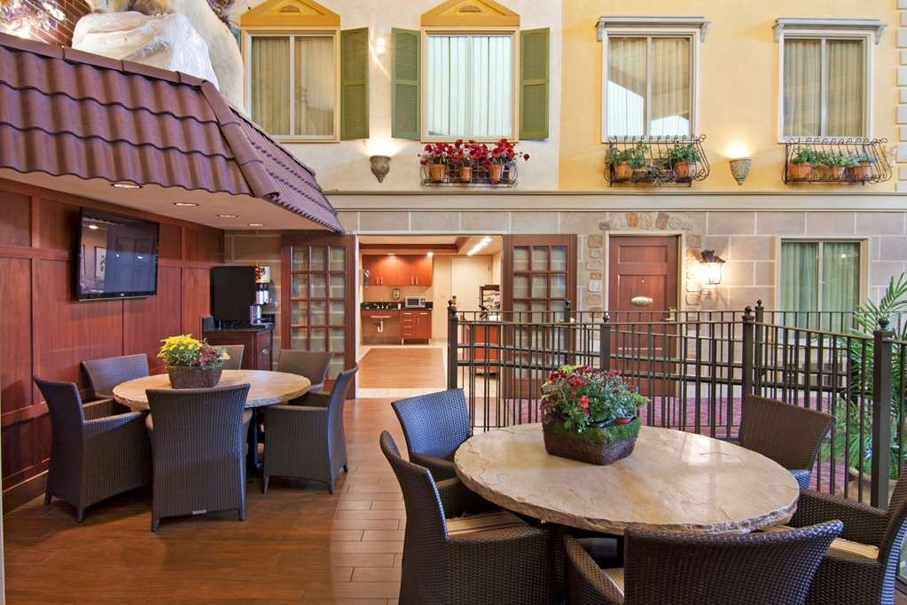 Best Western Plus White Bear Country Inn - Restaurant / Gastronomie