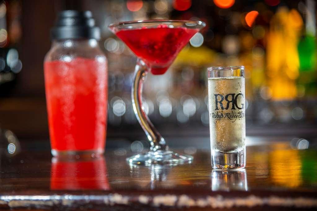 Best Western Plus White Bear Country Inn - Bar / Lounge
