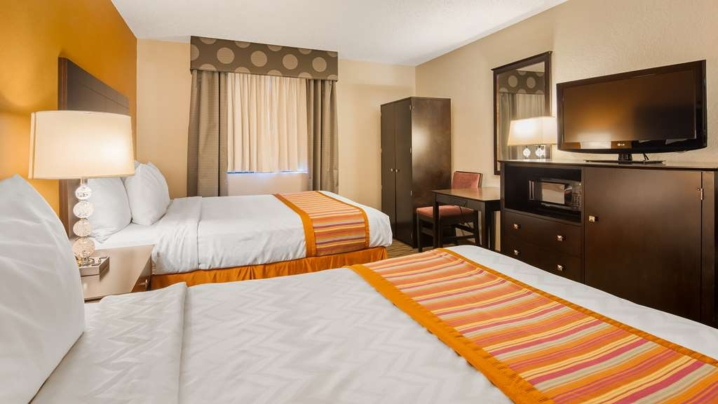 Best Western Eden Prairie Inn - Need a little extra room? Book our Two Queen Guest room.