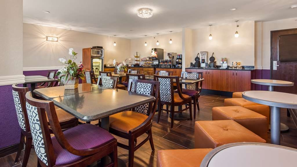 Best Western Eden Prairie Inn - Enjoy a balanced and delicious breakfast with options for everyone.