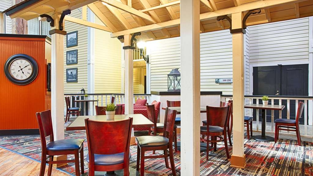 Best Western Plus Como Park Hotel - Kick-start your morning with a complimentary continental breakfast at the Best Western Como Park Hotel.