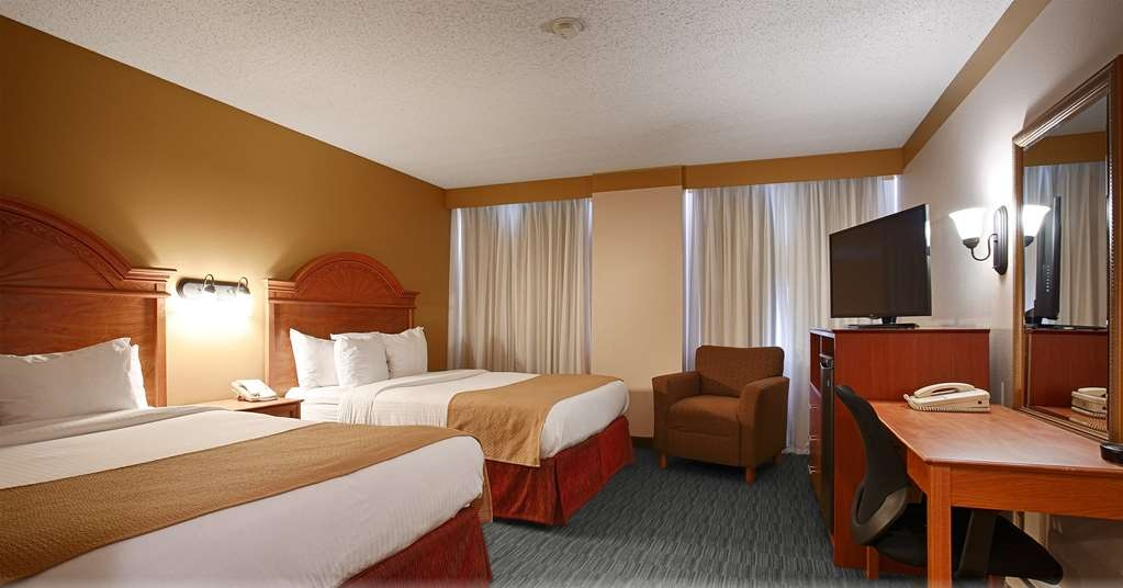 Best Western Plus Como Park Hotel - Our two queen room comes fully equipped with a coffee maker and satellite TV.