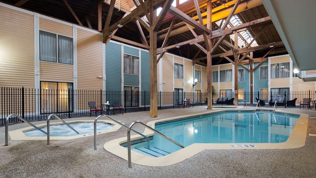 Best Western Plus Como Park Hotel - The indoor pool is perfect for swimming laps or taking a quick dip.