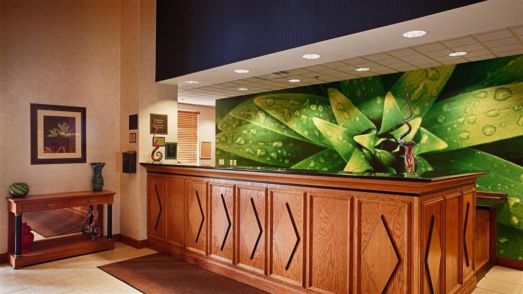 Best Western Regency Plaza Hotel - St. Paul East - Front Desk Lobby