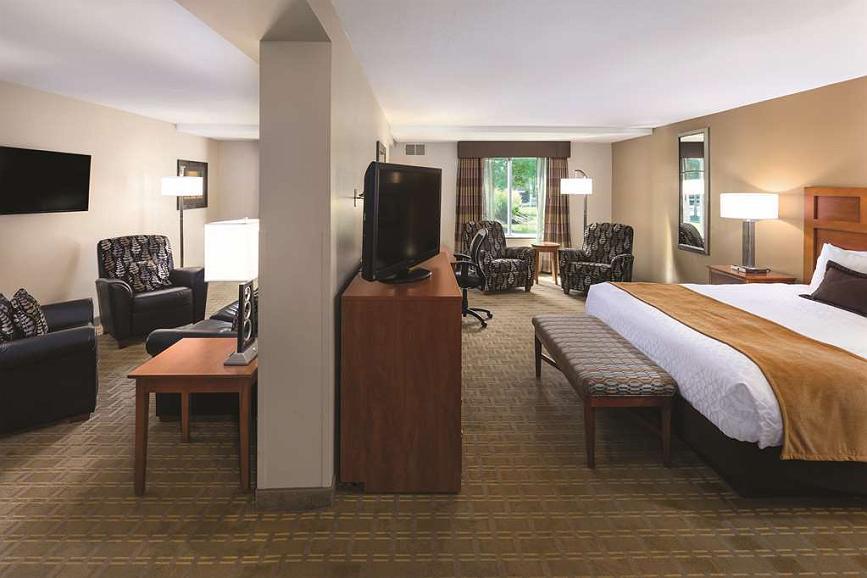 Enjoyable Hotel In Bloomington Best Western Plus Bloomington Hotel Pdpeps Interior Chair Design Pdpepsorg