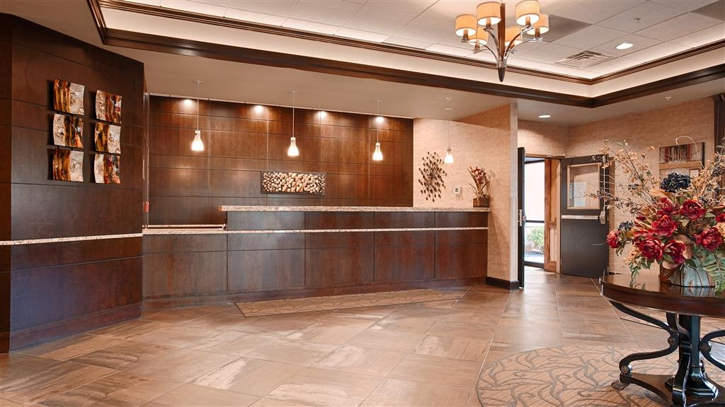 Best Western Plus Bloomington Hotel - reception