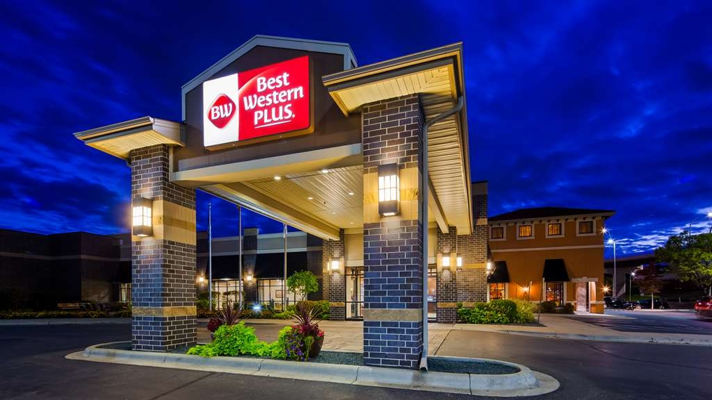 Best Western Plus Bloomington Hotel - Experience fun and adventure when you stay with us! We offer easy access to the Mall of America®, MSP Airport, Target Field and much more!