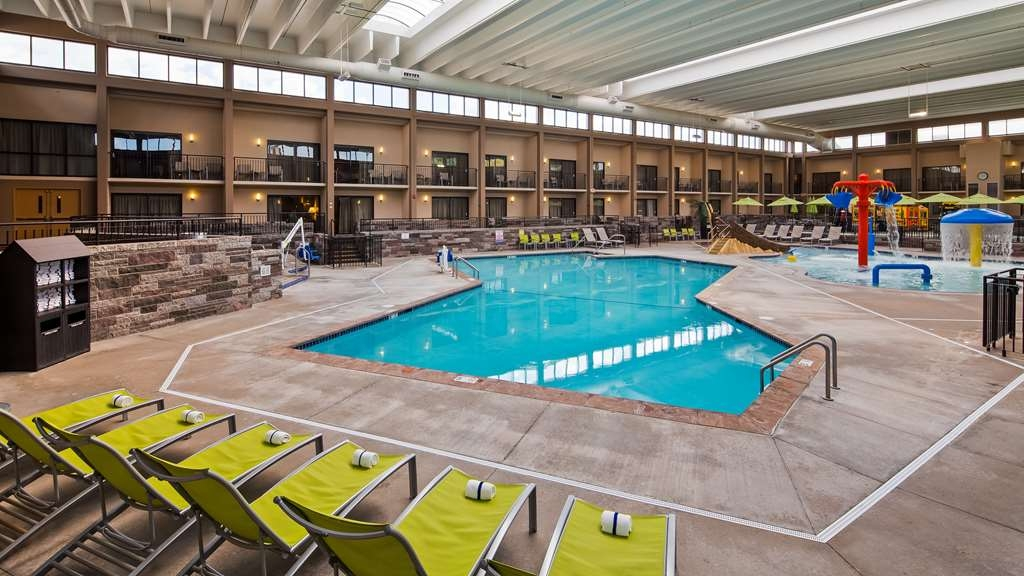 Best Western Plus Bloomington Hotel - Piscina