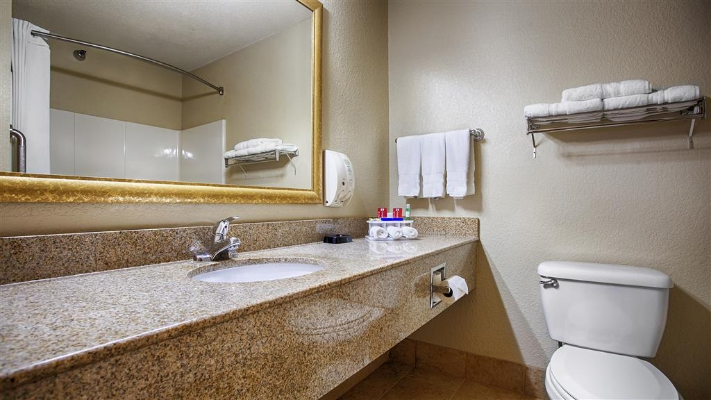 Best Western Shakopee Inn - Enjoy the extra amenities our washrooms has to offer (toothpaste, makeup remover, shoe shine kit, ear-plugs and more)!