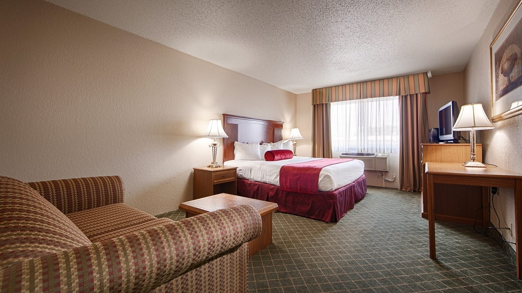 Best Western Shakopee Inn - This king room with a sofa bed is perfect for a layover, extended stay or weekend getaway.