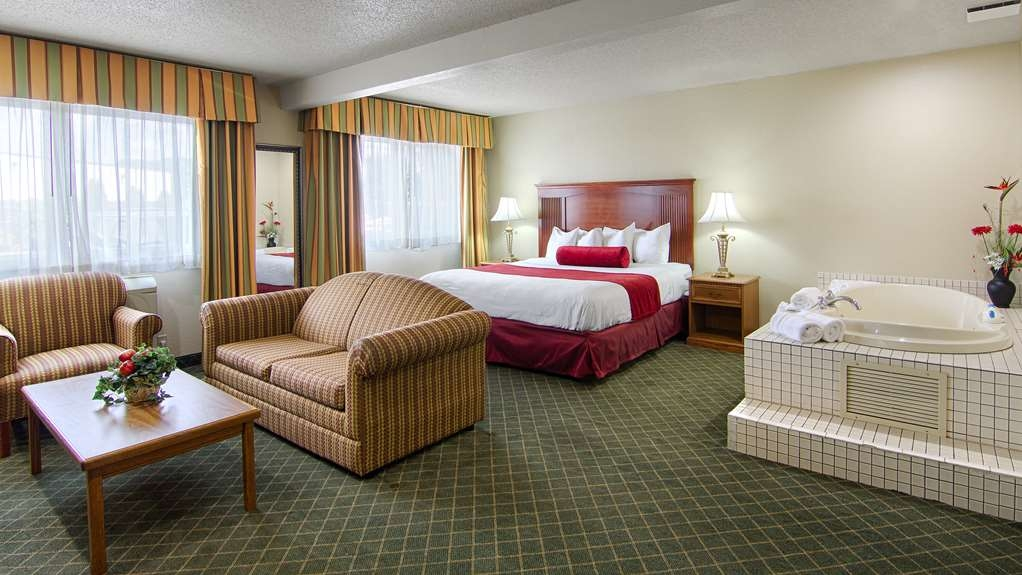 Best Western Shakopee Inn - Designed for corporate and leisure traveler alike, make a reservation in this oversized king room with a whirlpool and sofabed.