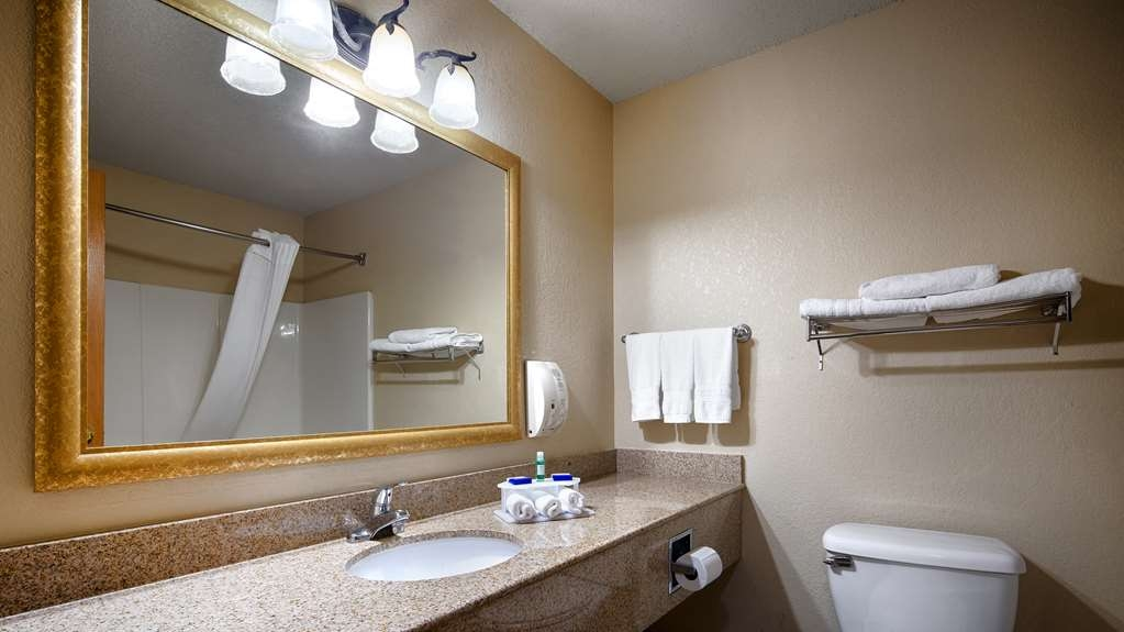 Best Western Shakopee Inn - Enjoy getting ready for the day in our fully equipped guest bathrooms.