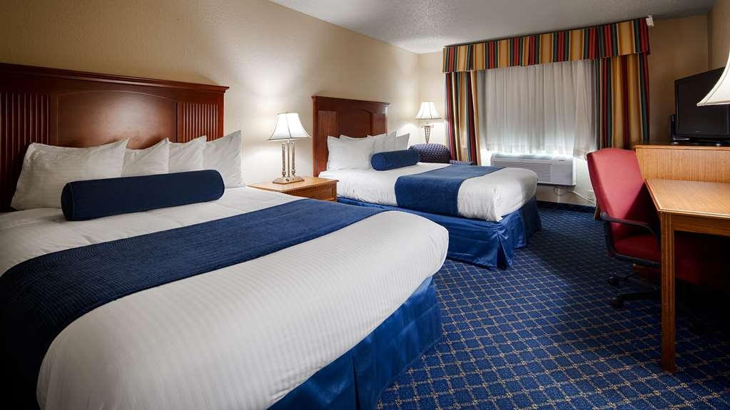 Best Western Shakopee Inn - If you're traveling with your family or group of friends, opt for our two queen guest room.