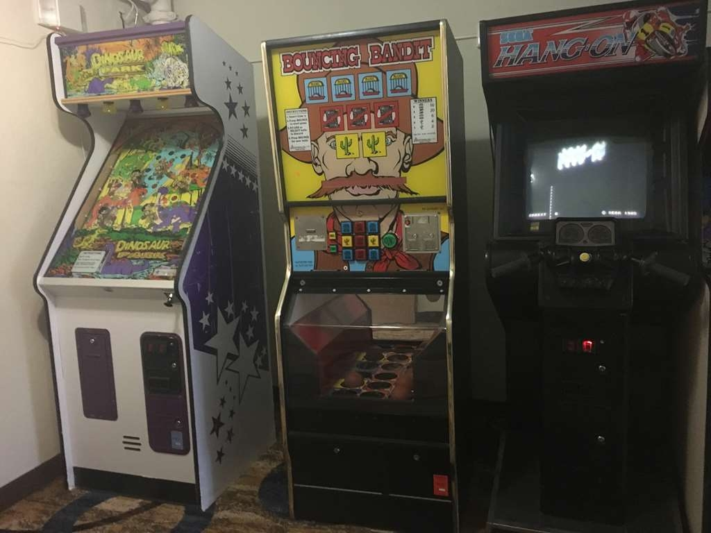Best Western Shakopee Inn - Enjoy some gaming time in our family-friendly arcade!
