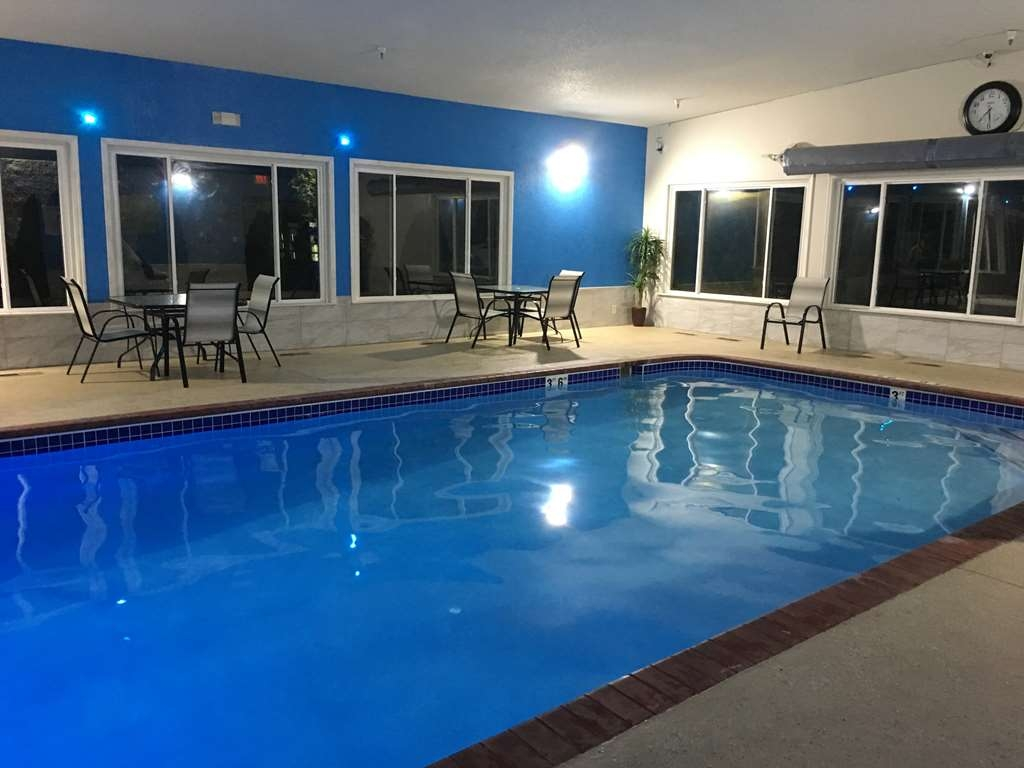 Best Western Shakopee Inn - Stay in shape by swimming laps, cool off with a refreshing dip, or just splash around in our indoor pool.