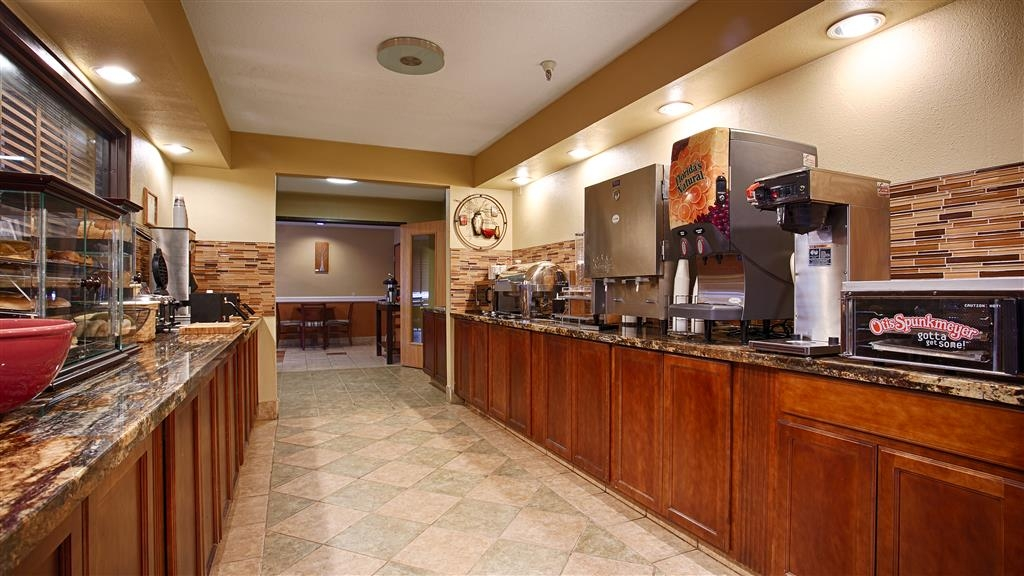 Best Western Alexandria Inn - Rise and shine with a complimentary breakfast every morning.