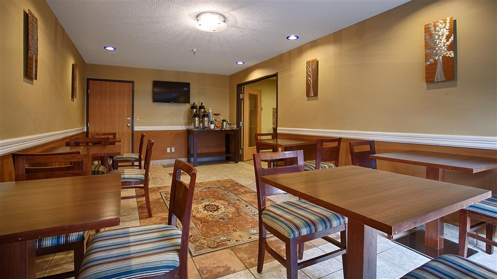 Best Western Alexandria Inn - Sit down and enjoy the morning news while sipping a delicious cup of coffee.