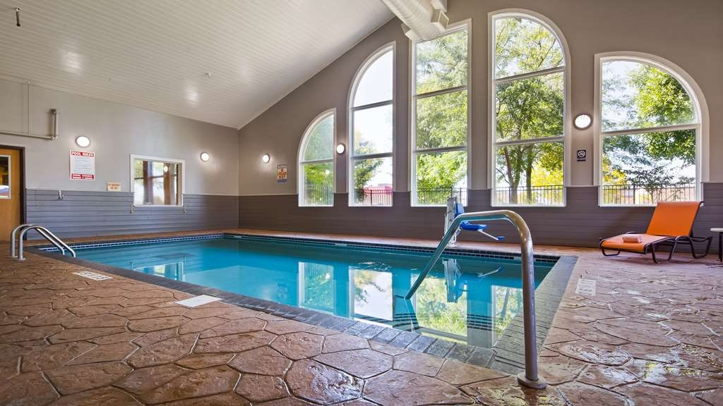 Best Western Alexandria Inn - The indoor pool is perfect for a dip all year round!
