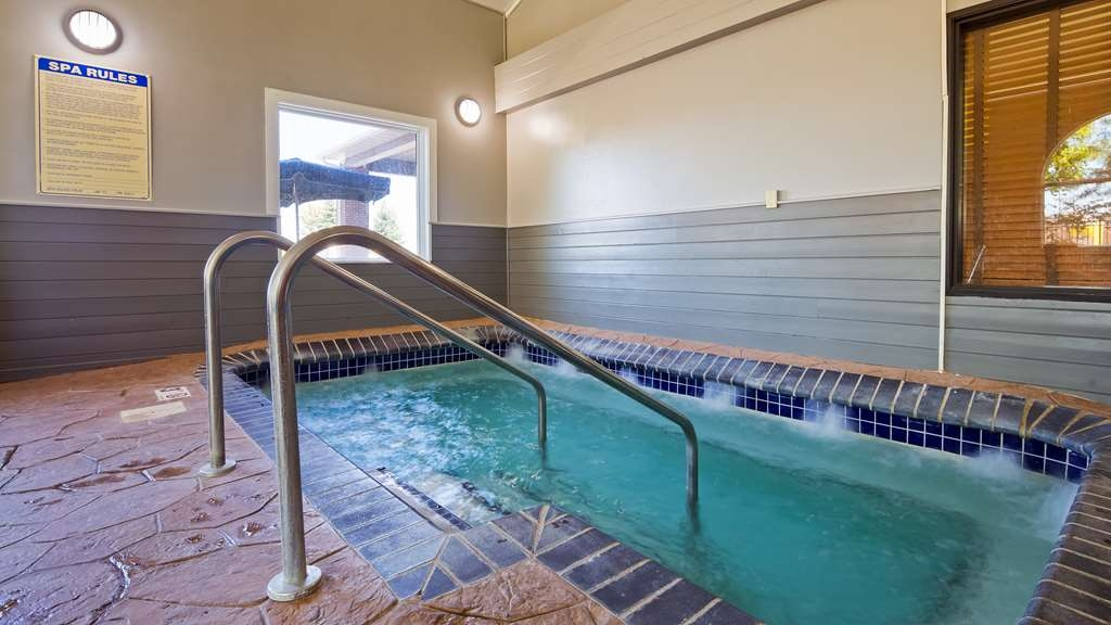 Best Western Alexandria Inn - Take some time to relax in our hot tub.